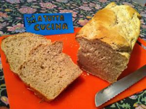 pane semintegrale in cassetta a tutta cucina